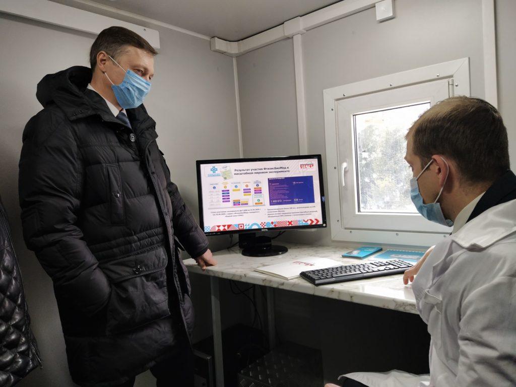 Министру промышленности и торговли РТ презентовали мобильный телемедицинский комплекс с искусственным медицинским интеллектом